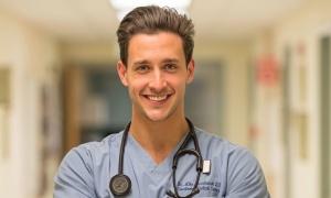 Bác sĩ 'vạn người mê' bị tố đạo đức giả