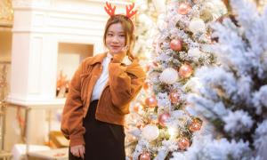 Giới trẻ Hà thành lên đồ 'sống ảo' trước thềm Giáng sinh