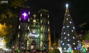 Giáng sinh rực rỡ trên các nhà thờ ở Hà Nội
