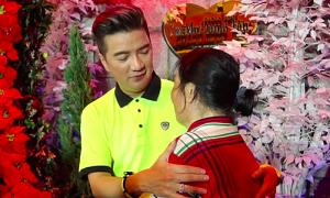 Fan lớn tuổi bị tai biến đến thăm biệt thự của Đàm Vĩnh Hưng