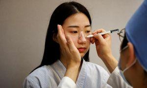 Giới trẻ Hàn đổ xô phẫu thuật thẩm mỹ vì có khẩu trang che đậy