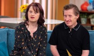 Sau 25 năm 'đám cưới cổ tích', người đàn ông mắc hội chứng Down qua đời vì Covid-19