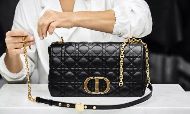 Các bước làm ra chiếc túi Dior Caro giá 3.800 USD