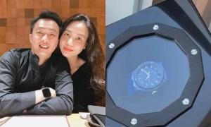 Cường Đô La tặng Đàm Thu Trang quà 8/3 hơn 250 triệu đồng, còn nịnh vợ 'hết sảy'