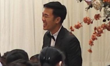 Xuân Trường cười tít mắt chúc rượu quan khách trong lễ ăn hỏi