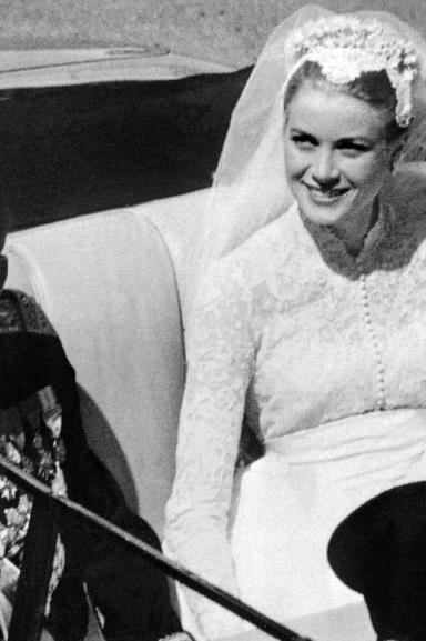 Nhìn lại đám cưới hoàng gia xa xỉ nhất thế giới, hơn hẳn Charles - Diana hay William - Kate
