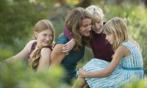 Con gái Bill Gates ca ngợi mẹ là 'người hùng', ghẻ lạnh với bố
