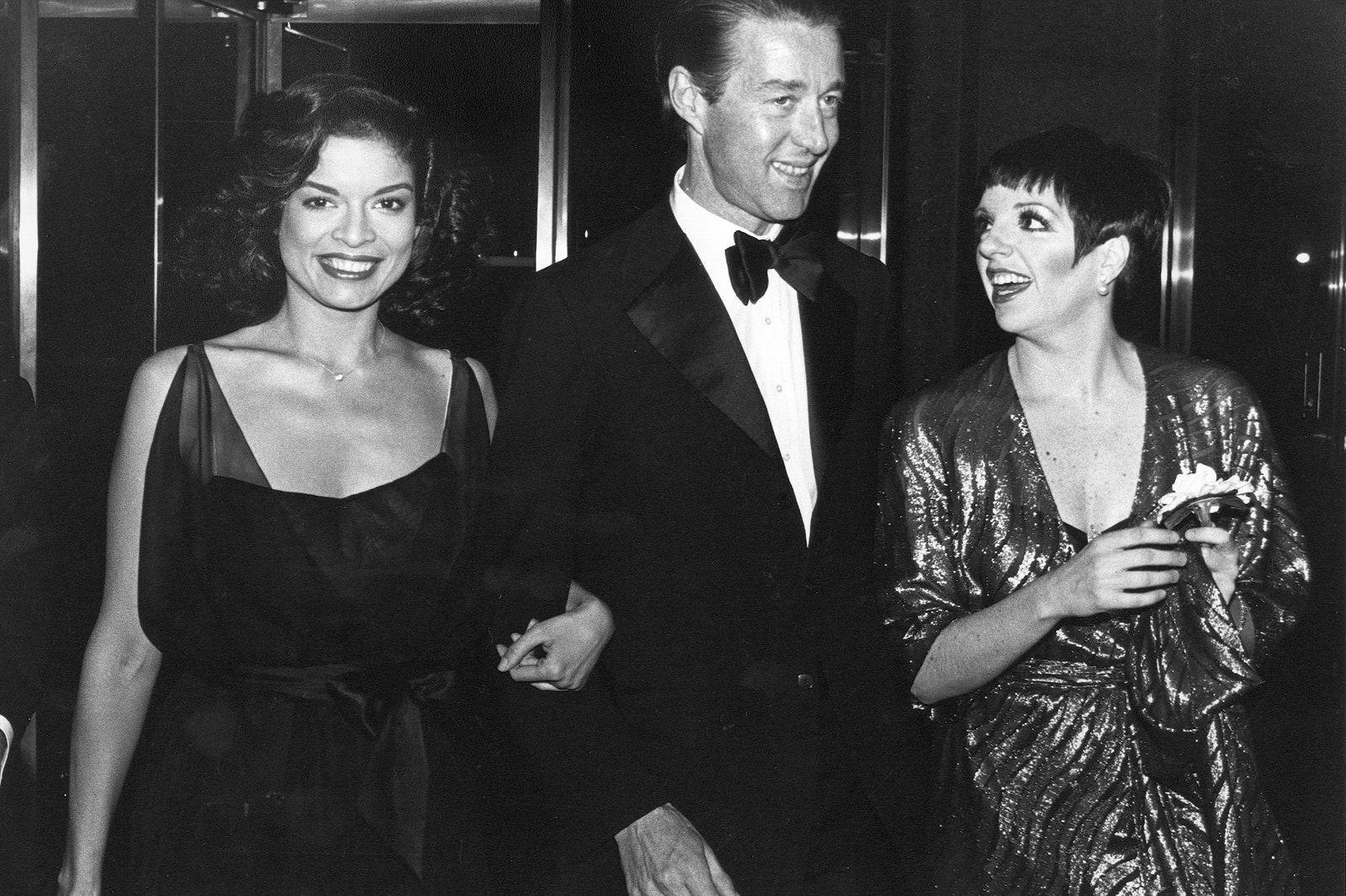 Bianca Jagger, Halston và Liza Minelli trở về căn hộ của Halston tại Olympic Towers sau một đêm ăn chơi tại Studio 54 ở New York, năm 1979. Ảnh: Vinnie Zuffante