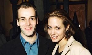 'Angelina Jolie đang nối lại tình cảm với chồng cũ'