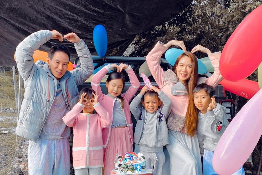 Lý Hải - Minh Hà tổ chức sinh nhật cho con trai út trong rừng