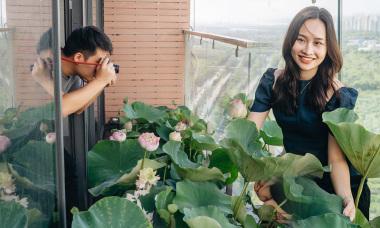 Vợ chồng trẻ 'chill' với hồ sen trong penthouse tầng 30