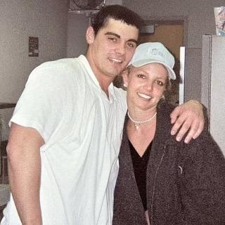 Người chồng 55h của Britney Spears: 'Họ thẩm vấn như cảnh sát, lừa chúng tôi ký giấy hủy hôn'
