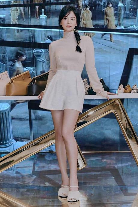 Những lần lên đồ đi sự kiện đơn giản mà sang ngút ngàn của Song Hye Kyo