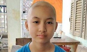 Bé gái 13 tuổi bị ung thư máu: 'Con không sao, mẹ đừng khóc'