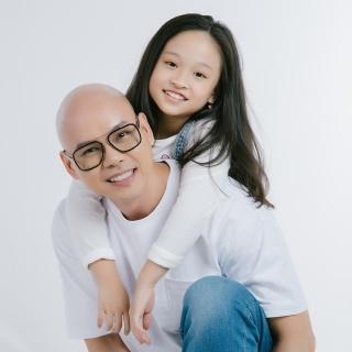 Phan Đinh Tùng rủ con gái song ca