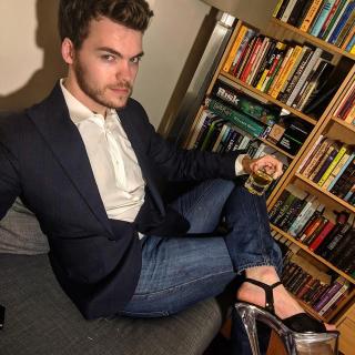 Trào lưu nam giới đi giày cao gót